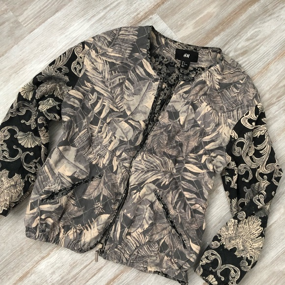 b3e673228 H&M Paisley Leaf Woman's Quilted Bomber Jacket NWT